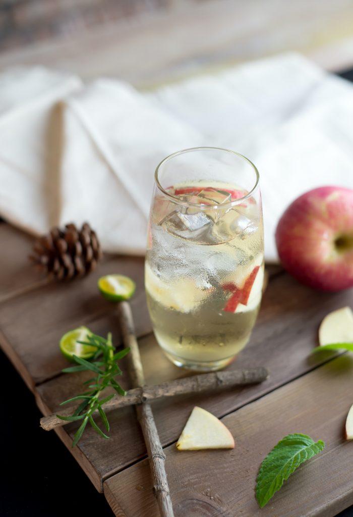 Jabolko in timijan? Odlična osvežilna kombinacija za piknik!