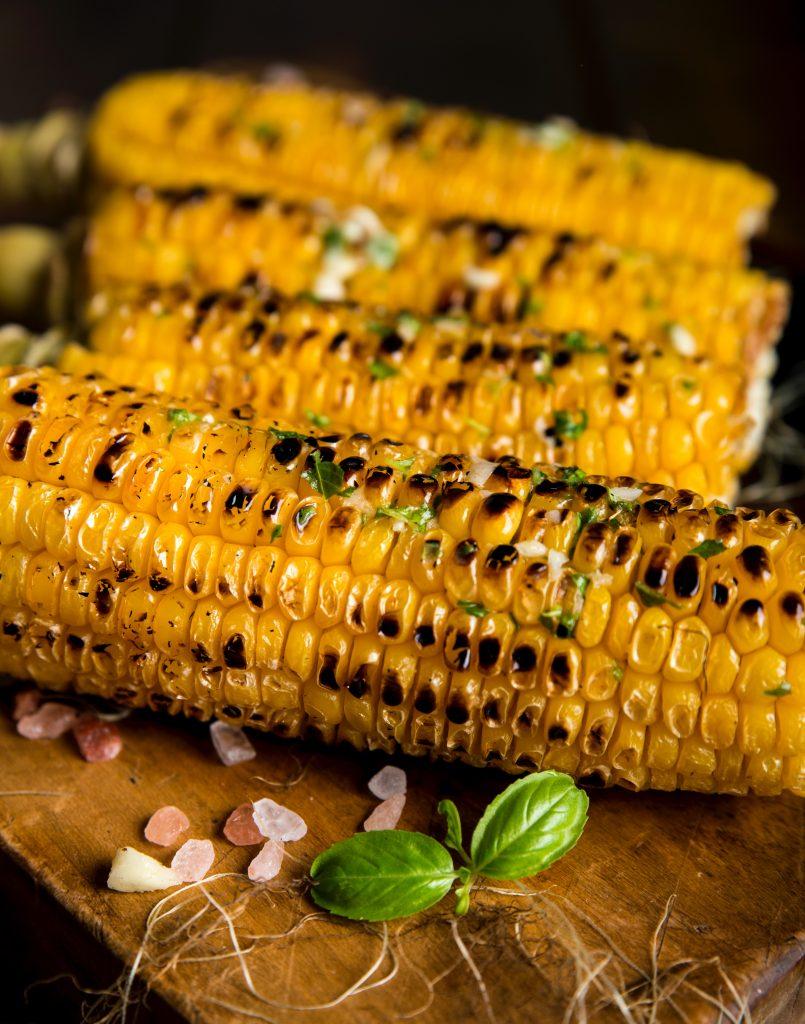 Namig za piknik: Pečena koruza se kar topi v ustih