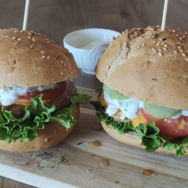 preprost mediteranski burger