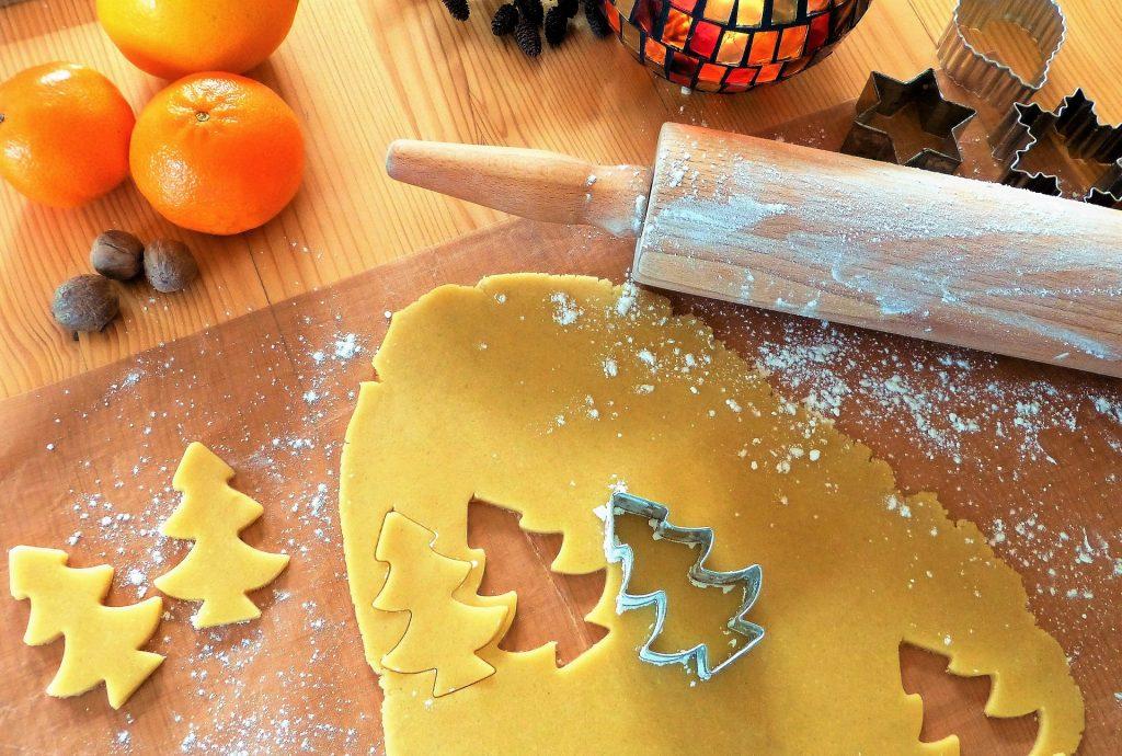 Piškoti so čudoviti domači božični okraski za božično jelko