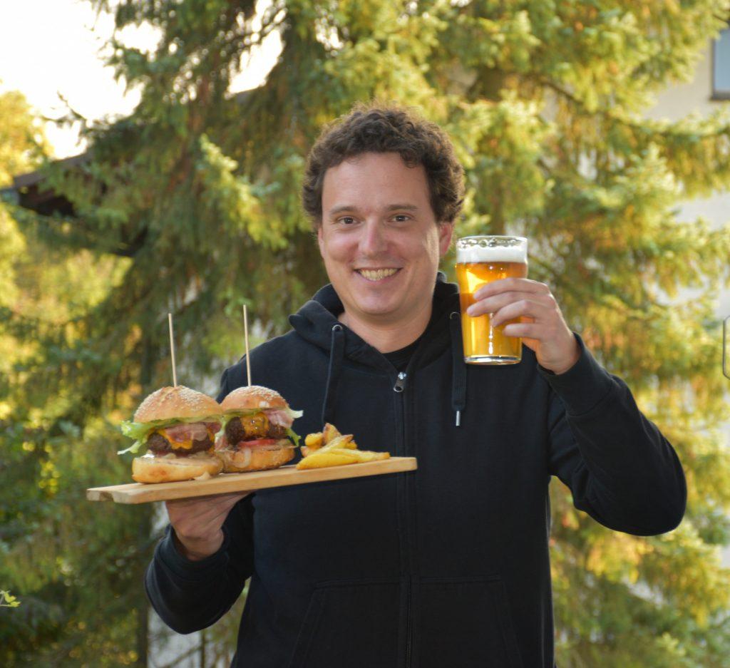 K burgerju se prileže tudi domače pivo